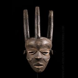 Masque Pende Mbuya Pumbu