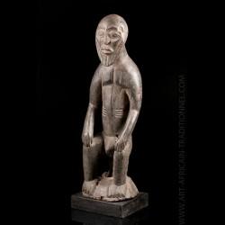 Statue Dogon figurant un Hogon