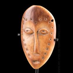 Masque Lega Lukungu