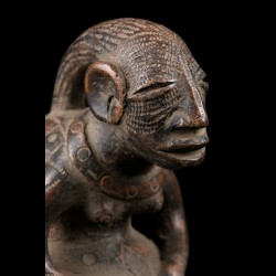 Anthropomorphic terracotta jar - Mangbetu - D. R. Congo