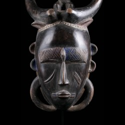 Bull mask of the Dô...