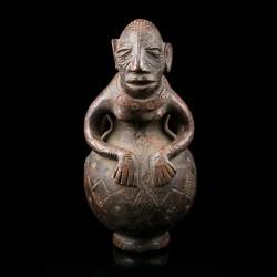 Anthropomorphic terracotta jar - Mangbetu - D. R. Congo